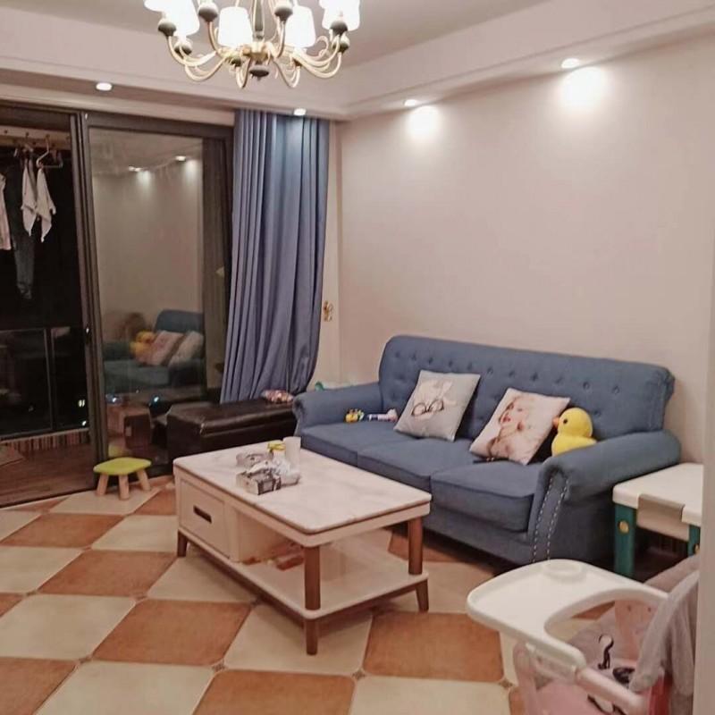 三室2厅1卫100.75平方带储藏室,全新装修,房子保养很好,(满两年)115万一口价