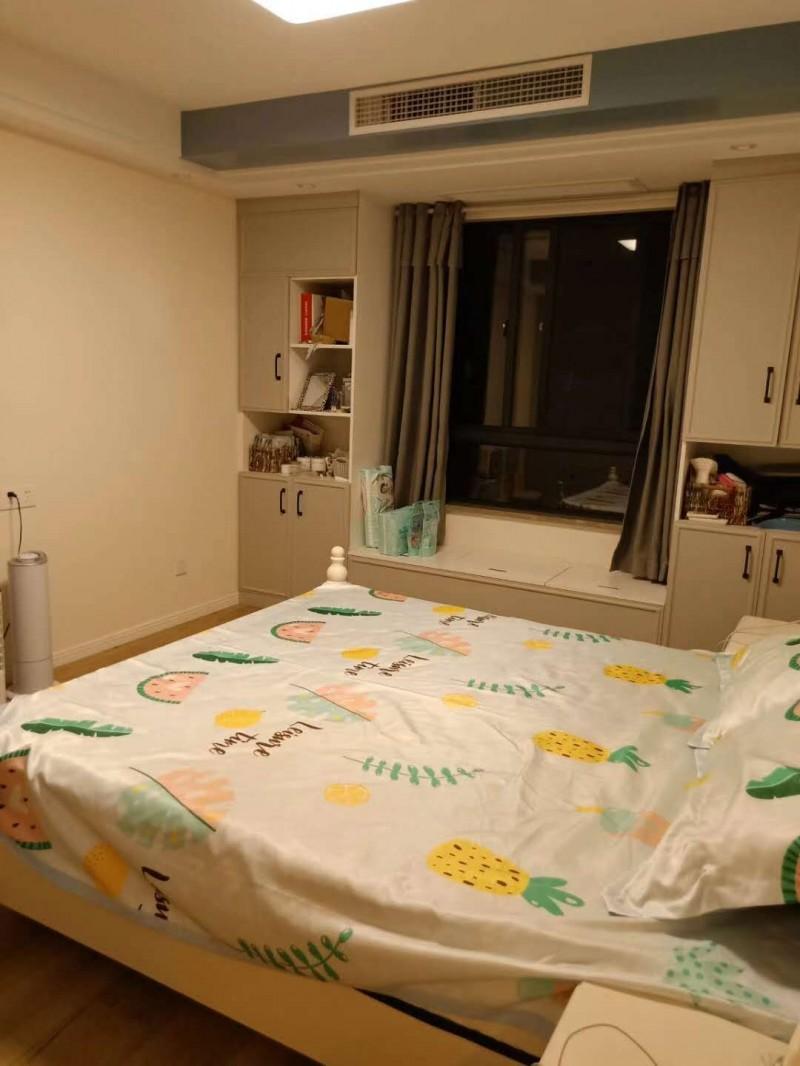 房东又便宜卖喽,女儿同事的房子吉星公馆最佳楼层4楼,采光好,三室2厅1卫100.75平方带储藏室,全新装修