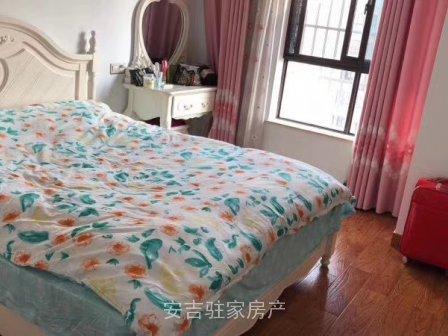 佳源广场电梯房15楼114平,全部白色精装修非常干净,只要100万。