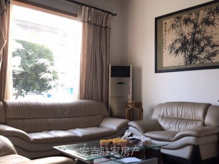 香山花园精装单体别墅有地面大车库有大院子可停车同时可种菜290万看中谈